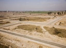 Власти продают участок земли под новостройки в Петергофе